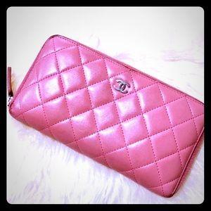 💕🌷Authentic Chanel Barbie Pink Zip Wallet🌷💕